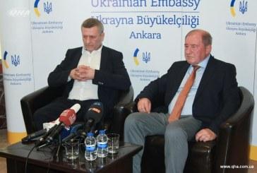 Serbest kalan Kırım Tatar liderler Ukrayna Büyükelçiliği'nde basın toplantısı düzenlediler