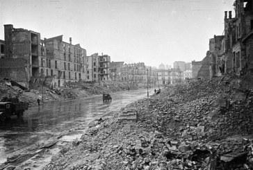 Foto hayat, yıl 1943, aylardan Kasım… Burası işgal altındaki Kreşçatik Caddesi