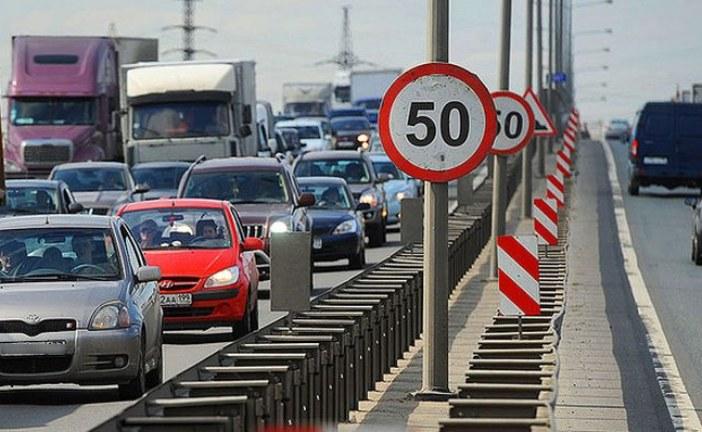 Trafikte yeni kurallar; şehir içi hız limitleri düşüyor, yeni ehliyetler iki yıl geçerli llacak