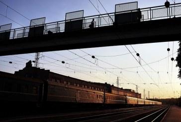 Karpatlarda günün olayı, yolcular çalıssın diye treni ittiler (video)