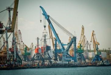 Yujniy Limanı büyüyor, Hollanda'dan getirilen iki dev vinçin kurulumuna başlandı