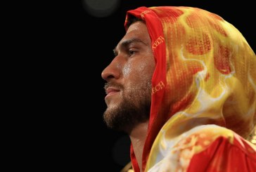 Yılın boksörü seçilen Ukraynalı sporcuya, Muhammed Ali ödülü verildi