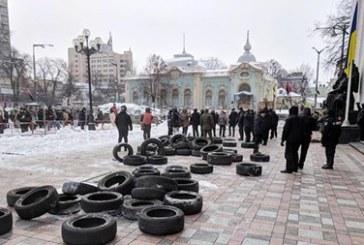 Parlamento yakınlarında polis ile gösteriler çatıştı, 13 polis yaralandı