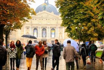 Foto hayat, Lviv Opera Binası'nın önünde yağmurlu bir gün