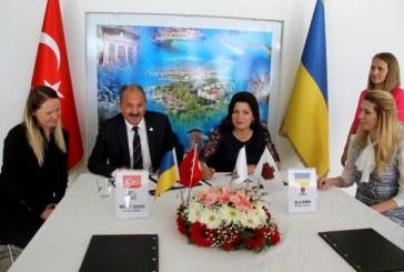 Dostluk için bir adım daha, Türk ve Ukrayna şehirleri kardeş şehir oldular