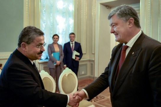 Poroşenko, Turkcell Yönetim Kurulu Başkanı Akça'yı kabul etti 'yatırım arttırma kararınız için teşekkür ederiz'
