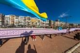 У Турецькому Ізмірі розгорнули рекордну українську вишиванку