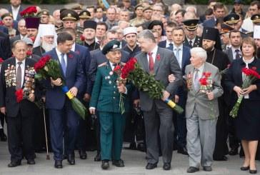 Ukrayna'nın gurur günü, Nazilere karşı kazanılan zaferin 73. yılı törenlerle kutlanıyor