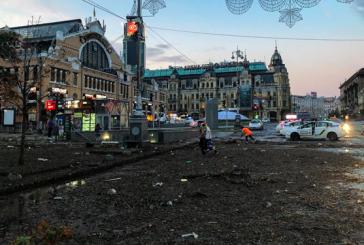 Sağanak yağış Kiev'i vurdu, Kreşçatik çöple kaplandı, Globus'u sel bastı (Video)