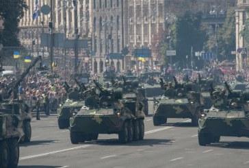 Kiev'de görkemli askeri geçit töreni, Ukrayna en son silahlarını sergiledi (video)