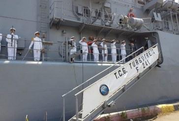 Büyükelçi Güldere, Odesa'ya gelen Turgutreis Fırkateyni'ni ziyaret etti