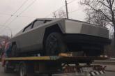Foto hayat, Kiev'de çekicinin üstünde görüntülenen 'kopya Tesla' şaşkınlık yarattı